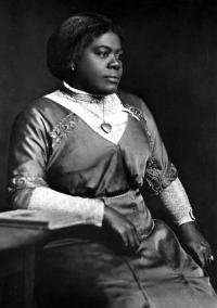 mary-mcleod-bethune-portrait-daytona-florida-archives-200x284.jpg