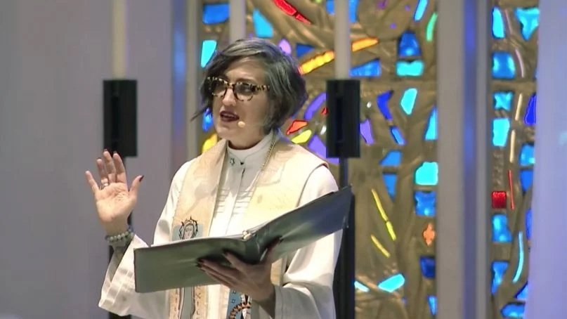 The Rev. Nadia Bolz-Weber, a Lutheran priest, gives the benediction at the end of the funeral for her friend Rachel Held Evans. (Video screenshot via Religion News Service)